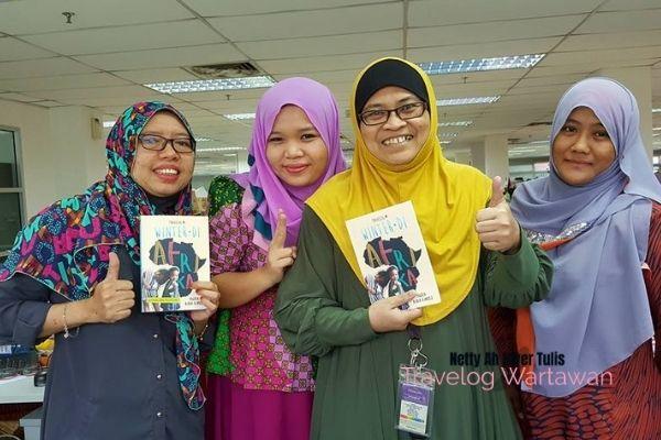 Mingguan Wanita Dari Tabloid Bertukar Majalah